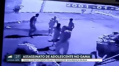 Câmeras de Segurança flagram assassinato de adolescente no Gama - O jovem de 17 anos foi morto a facadas por dois homens. Um deles já está preso. Segundo a polícia o crime foi motivado por uma traição.