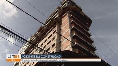 Homem morre depois de cair de prédio em obras em Santos - Ele tinha 20 anos e caiu do 11º andar de um prédio em construção.