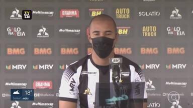 Veja as notícias de Cruzeiro e Atlético - O Galo apresentou novo reforço. No Cruzeiro, a boa notícia é a volta do jogador Henrique pra casa.