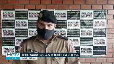 Homens são presos suspeitos de aplicarem golpes com máquinas de cartão em Januária - Segundo a Polícia Militar, três máquinas foram apreendidas com eles.