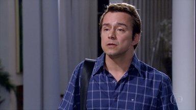 Tereza Cristina pede que Fred a ajude a fechar o Brasileiríssimo - A madame contrata Fred como novo chef do Le Velmont, mas impõe condições