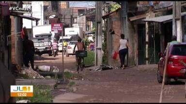 Moradores da pass. Vilhena, na Terra Firme, reclamam da falta de saneamento - Eles não entendem porque o asfalto chega em todas as ruas vizinhas, menos lá.