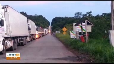 Fiscais da Sefaz paralisam atividades e cobram higienização de prédio no Jundiá, Sul de RR - Paralisação causou fila de caminhões carregados de mercadorias que tentam chegar a Boa Vista.
