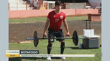 Botafogo: jogadores fizeram avaliação física no estádio Santa Cruz em Ribeirão Preto, SP - Treinos na cidade estão proibidos por causa da pandemia do novo coronavírus.