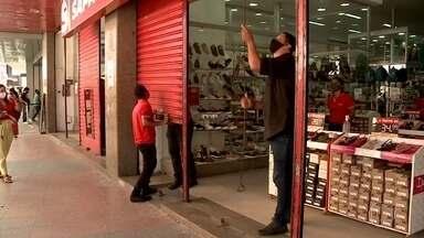 Maceió começa a retomada de atividades - Lojas, salões de beleza e igrejas reabrem com 30% da capacidade e exigências sanitárias.