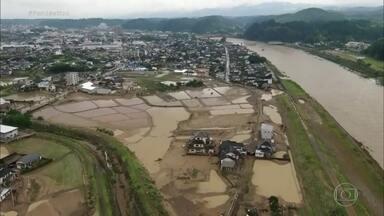 Sobe para 22 o número de mortos em tempestade no Sul do Japão - Quinze pessoas ainda estão desaparecidas. O governo do país enviou 10 mil soldados para ajudar no resgate das pessoas que estão isoladas, mas eles tiveram dificuldades para chegar às áreas mais atingidas.