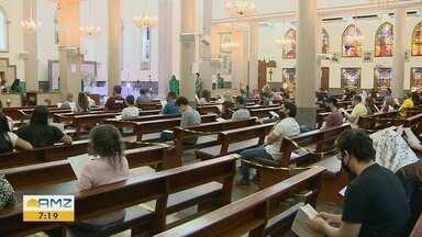Missas com fiéis voltam a ser realizadas em Manaus - Lotação máxima de 30% e uso de máscara estão entre as medidas obrigatórias.