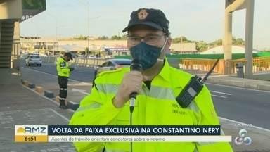 Faixa Azul da Constantino Nery volta a ser exclusiva para o transporte coletivo de Manaus - Agentes de trânsito orientam condutores.