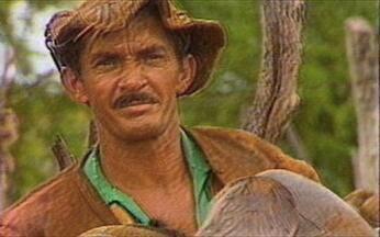 Vaqueiros falam sobre a vida dura na caatinga - Rio São Francisco é referência e sinônimo de fertilidade. Pertinho dele, os vaqueiros caminham sobre a terra seca da caatinga. No rosto de cada um deles, as marcas de uma vida dura e perigosa.