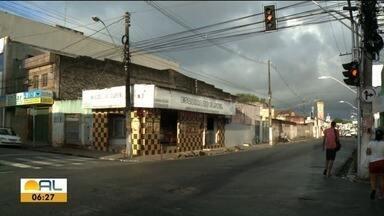 Semáforo intermitente na Av. Fernandes Lima prejudica trânsito na região - Andrea Resende tem mais informações.