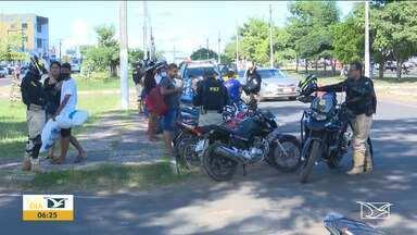 PRF realiza operação em Santa Inês com foco em motocicletas - Polícia Rodoviária Federal realizou uma operação de combate a infrações de trânsito no trecho da BR-316, que passa por dentro da cidade de Santa Inês