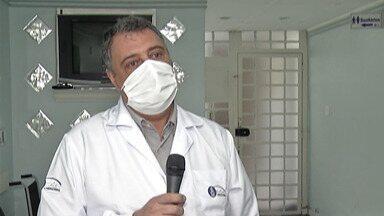Professor de infectologia explica assintomáticos infectados pelo coronavírus - Quem pega o vírus pode ter febre, dor de cabeça e perda de paladar, mas alguns não sentem nada e só descobrem por meio de exame.