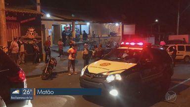 Operação conjunta em Matão notifica estabelecimentos, fecha bares e autua pessoas - Duas motos e 10 carros foram abordados na noite de sexta-feira (10).