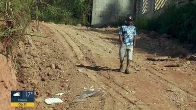 Moradores de Francisco Morato reclamam de ruas sem asfalto - Prefeitura diz que elabora um plano para ampliar asfalto.