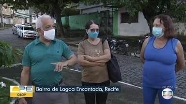 Demora de ônibus causa transtornos para moradores de Lagoa Encantada, no Recife - População do bairro sofre com os problemas do transporte público na região.