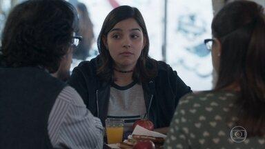Ellen conta a Keyla que Tato está em sua casa - Benê promete que vai tocar com as Garotas do Vagão no próximo show da banda. Roney pede que Keyla trabalhe na lanchonete