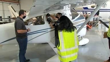 Pilotos denunciam lote de combustível que estaria adulterado - Pilotos e donos de aviões denunciam que um lote de combustível para aeronaves de pequeno porte, que chegou ao Brasil, estaria adulterado. Na tarde desta terça-feira (14), técnicos especializados estiveram no aeroporto de Jundiaí (SP).