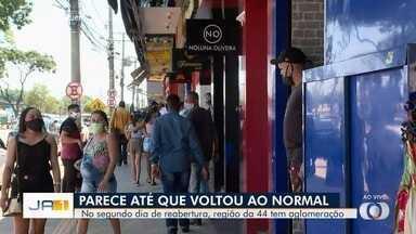 Segundo dia de reabertura tem flagrante de aglomeração na Região da 44, em Goiânia - As pessoas não respeitaram o distanciamento social.