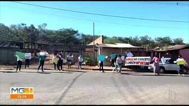 Parentes de detentos fazem manifestação em frente ao Presídio Regional de Montes Claros - A manifestação pacífica cobrou respostas das autoridades quanto as medidas de proteção ao coronavírus, dentro da Unidade Prisional.