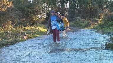 Estradas municipais ficam danificadas com as cheias dos rios na Região dos Vales do RS - Cheia do Rio Taquari fez transbordar arroios e inundar áreas rurais.