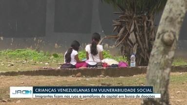 Imigrantes venezuelanos pedem esmola em semáforo e expõe crianças - Imigrantes venezuelanos pedem esmola em semáforo e expõe crianças