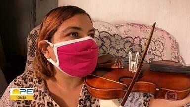 Estudante cega conta com ajuda especial para estudar para vestibular de música - Cláudia Simone Carvalho sonha em fazer curso da Universidade Federal de Pernambuco
