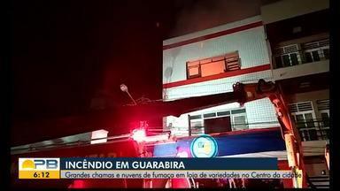 Incêndio atinge loja de variedades em Guarabira - Fogo começou por volta das 15h15 desta quinta-feira (16), de acordo com o Corpo de Bombeiros.