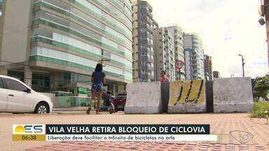 Prefeitura retira barreira de ciclovia da orla de Vila Velha, ES - Flexibilização das medidas de isolamento serve para que ciclistas possam usar a bicicleta como meio de transporte.