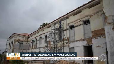 Asilo que pegou fogo há 10 anos em Vassouras será transformado em Museu - Asilo Barão do Amparo está sendo reformado seguindo medidas sanitárias por conta do novo coronavírus. Expectativa é que a obra seja concluída no segundo semestre de 2021.