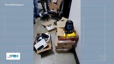 Polícia prende estelionatários que usavam cartões de créditos furtados em Goiás - Os suspeitos compravam todo tipo de produtos com os números dos cartões das vítimas.