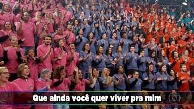 Faustão desafia e plateia canta 'Evidências' de Chitãozinho & Xororó - Fãs também cantam 'É o Amor' de Zezé Di Camargo & Luciano e 'Eu Juro' de Leonardo