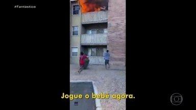 """'Eu não pensei em nada, só reagi', diz americano que salvou bebê jogado de prédio em chama - """"Tentei pegar meu tênis, mas não achei, e desci descalço três andares de escadas"""". Quando Philip desceu, os bombeiros ainda não tinham chegado, mas muita gente já ligava pra emergência."""