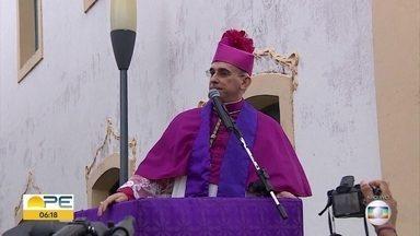 Bispo de Palmares é enterrado e recebe homenagem de católicos - Funeral ocorreu na cidade, na Mata Sul de Pernambuco