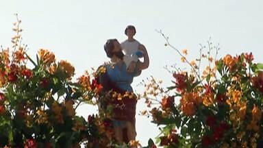 Celebração em Mogi faz homenagem a São Cristóvão - Sando é padroeiro dos motoristas. Celebração teve orações, canções e buzinaço.