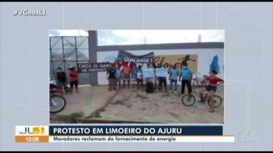 Moradores de Limoeiro do Ajuru protestam contra problemas no fornecimento de energia - Moradores de Limoeiro do Ajuru protestam contra problemas no fornecimento de energia