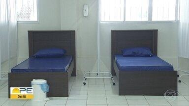 Centro de acolhimento para pessoas com sintomas da Covid-19 começa a funcionar no Recife - No espaço, as pessoas podem ficar em quarentena.