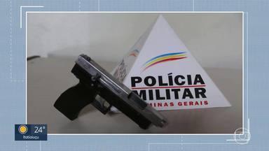 Dois homens foram presos e uma menor apreendida por venda de arma em rede social, em Betim - Segundo a PM, o trio já tinha passagens por tráfico de drogas.