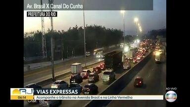 Trânsito pelas câmeras cet-rio - Câmeras da cet-rio mostram o trânsito começando a ficar mais movimentado na Avenida Brasil ( 3 câmeras ) ,Linha Vermelha ( 2 câmeras ), BR-101 e Ponte Rio-Niterói