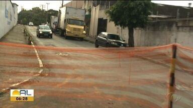 Obra de esgotamento sanitário é adiada no bairro do Pinheiro - Pedro Ferro tem mais informações.