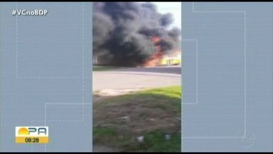 Ônibus pega fogo do conjunto Satélite em Belém - O incêndio aconteceu na manhã desta sexta-feira, 24.