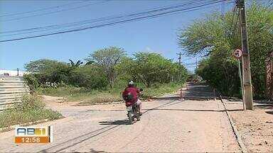 Pavimentação é concluída no bairro Indianópolis - Moradores pediam conserto do calçamento e sinalização na parada de ônibus.