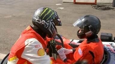 Adolescente de Igaraçu do Tietê realiza sonho de correr ao lado de Átila Abreu - Um adolescente de 14 anos de Igaraçu do Tietê (SP) realizou o sonho de correr de Kart ao lado do piloto Átila Abreu.