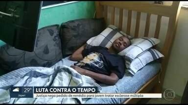 Família luta para conseguir remédio para tratamento de jovem com esclerose múltipla - O SUS não oferece o medicamento, que custaria - durante um ano - mais de R$ 200 mil.