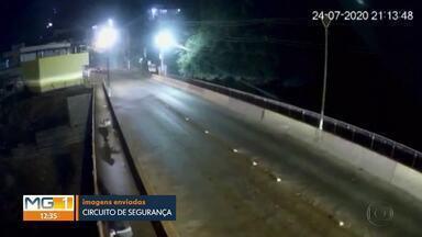 Cachorro é jogado de ponte em Brumadinho - Câmeras de segurança flagraram ação de dois homens.