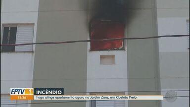Fogo atinge apartamento no Jardim Zara, em Ribeirão Preto - Bombeiros controlam as chamas. Não há informações de vítimas.