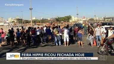 Feirantes fazem manifestações pedindo mudanças em dias de funcionamento da Feira Hippie - Eles querem que a feira funcione na sexta-feira, não só aos sábados e domingos.
