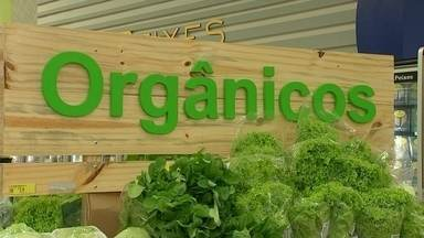 Cresce o consumo de alimentos orgânicos durante a quarentena - A pandemia mudou a vida de todos. Muita gente está se reinventando, na vida profissional e no jeito de cuidar da saúde. É importante cuidar na imunidade. Se alimentar melhor e desde que a pandemia começou, cresceu bastante o consumo de alimentos orgânicos.