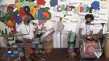 Famílias do Dique da Vila Gilda, em Santos, recebem live beneficente - Evento virtual busca auxiliar os moradores da comunidade.