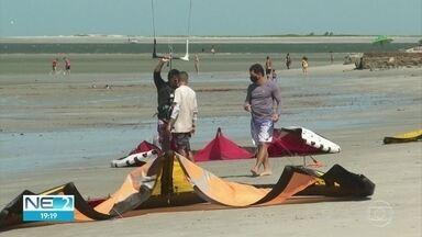 Praias do Grande Recife ficam cheias no primeiro fim de semana após liberação do banho - Muita gente foi curtir o sol, mas sem esquecer as máscaras