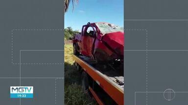 Militar do Corpo de Bombeiros fica ferido em acidente na BR-365, em Montes Claros - Ele viajava sozinho em um carro quando perdeu o controle da direção, saiu da pista e bateu em um coqueiro. Cabo foi socorrido com escoriações e suspeita de fratura.